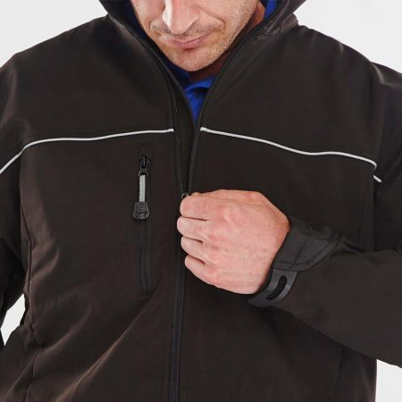 click workwear softshell jacket in black close up